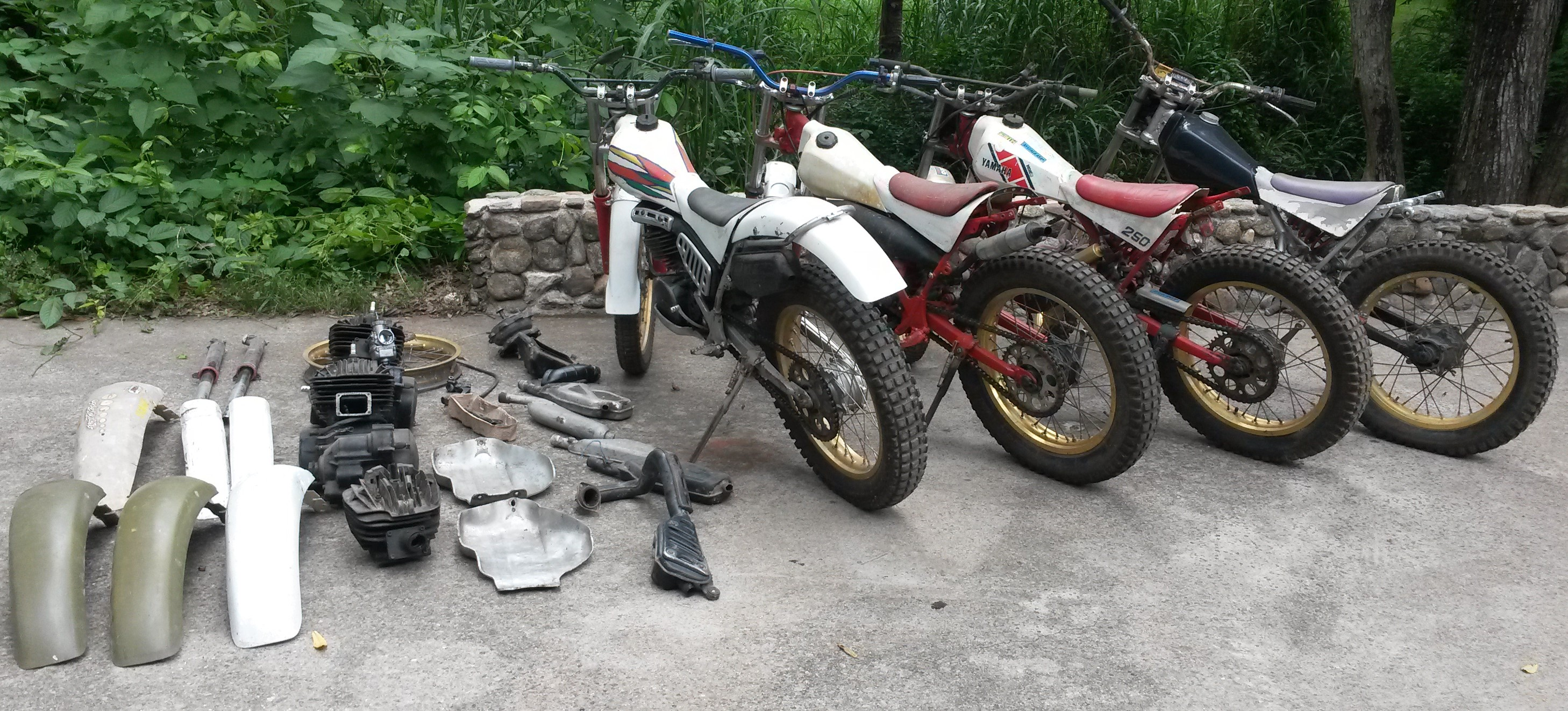 Yamaha TY 250 MONO  Pattern Front Mudguard  Red