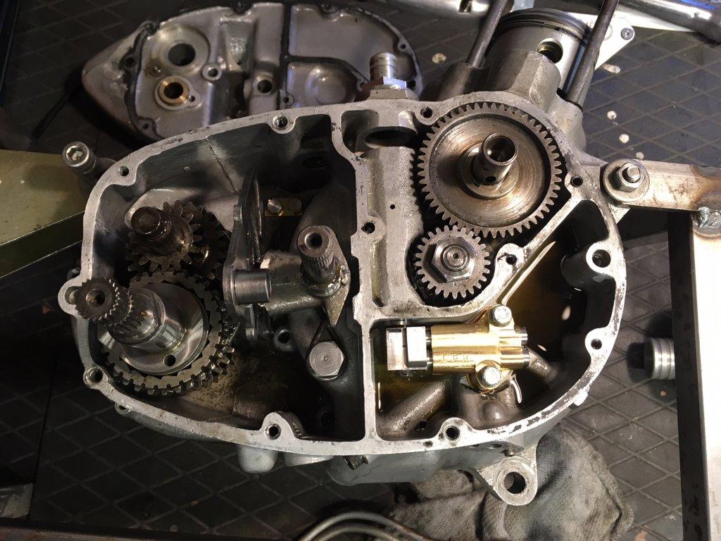 oil pump side case.jpg