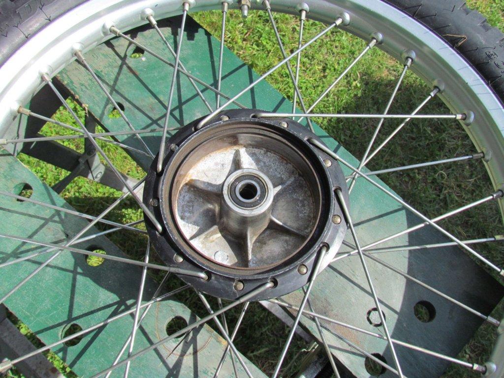 Yamaha front wheel 003.JPG