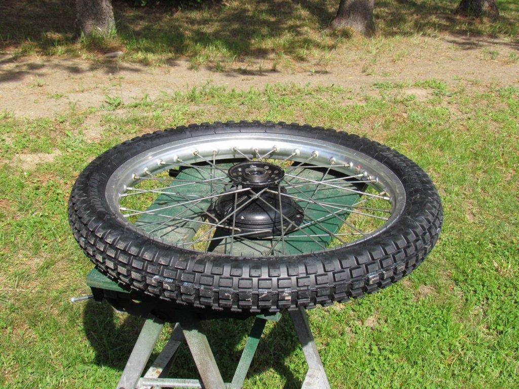 Yamaha front wheel 001.JPG