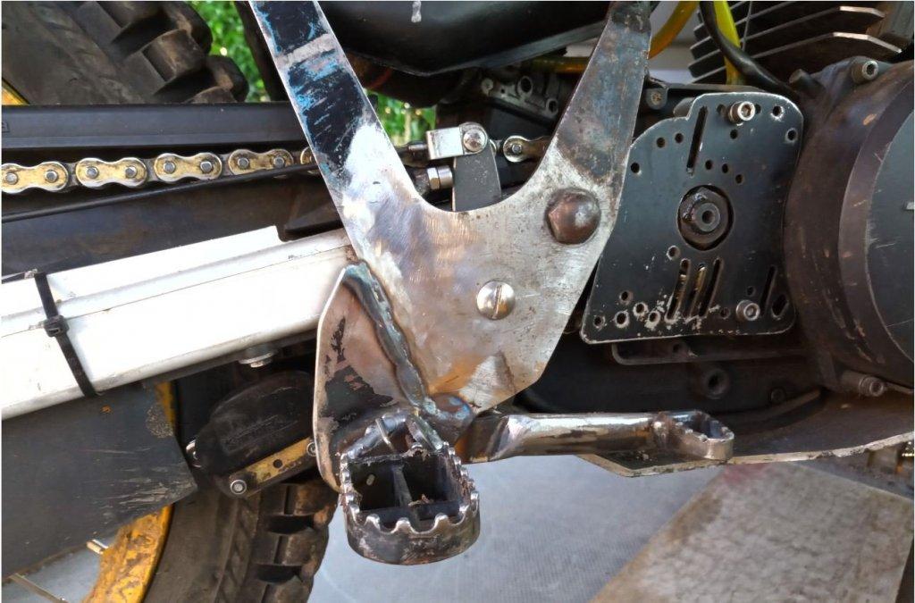Pegs and brake small.JPG