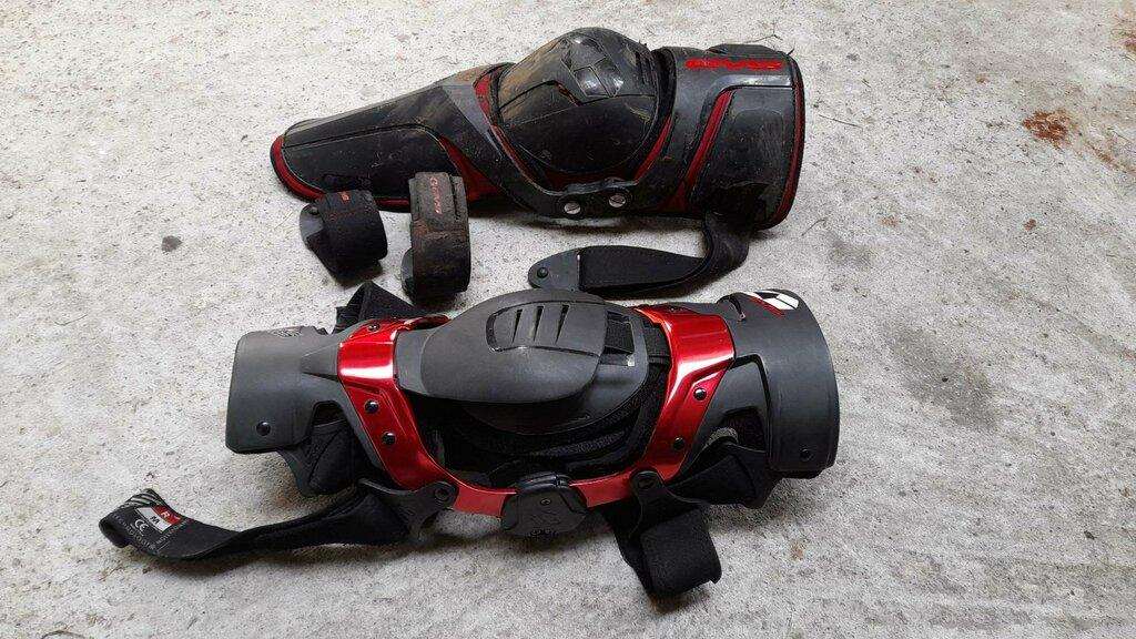 kneebrace2.jpg